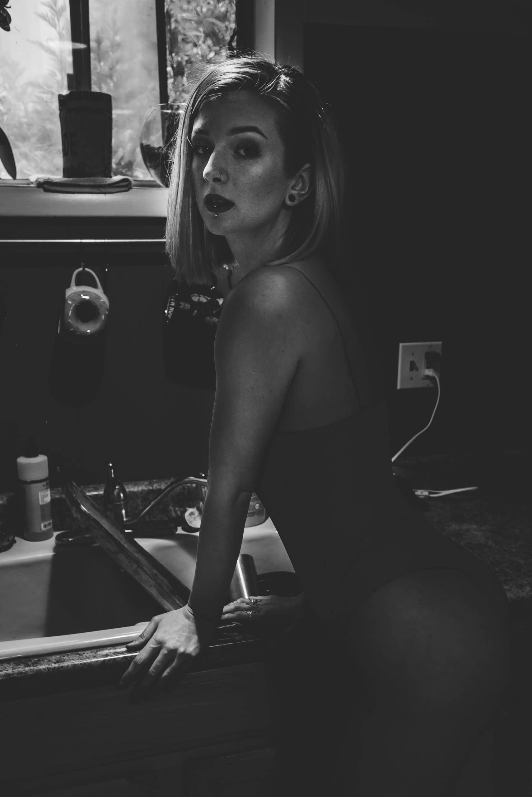 Femme en body sexy noir